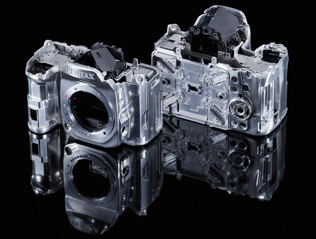 Pentax K-1 kamerahuset är i magnesiumlegering och har vädertätningar på 83 ställen