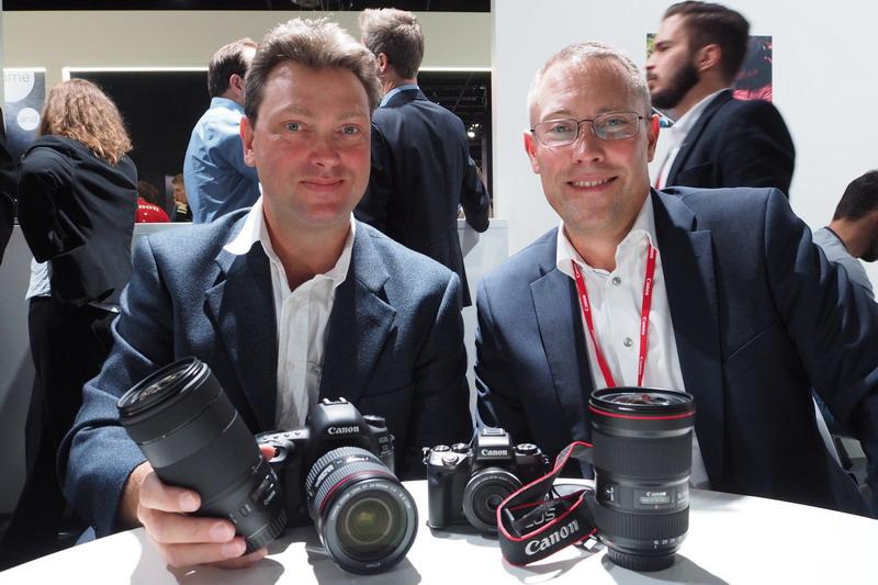 Christian Nilsson på Objektivtest.se och Anders Sävås på Canon med Canon EOS 5D Mk IV och Canon EOS M5 på Photokina 2016