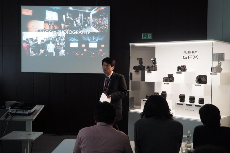 Fujifilms presskonferens för Fujifilm GFX mellanformatskamera på Photokina