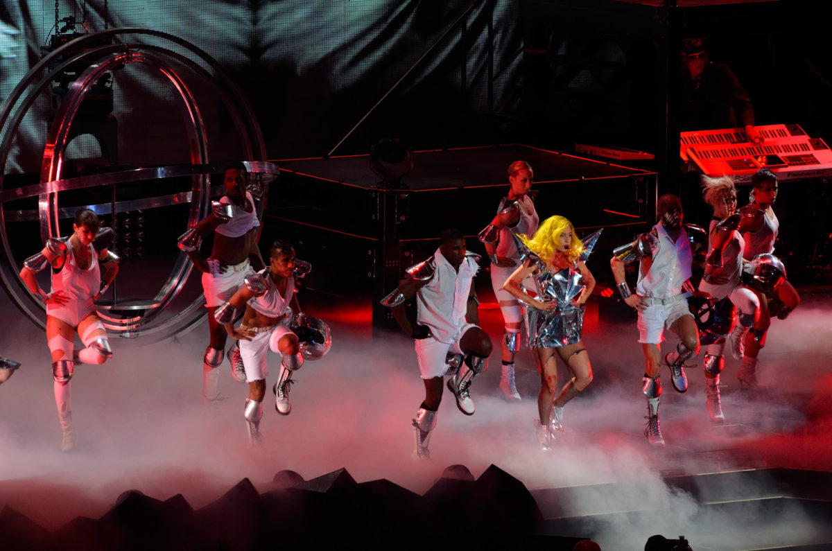 nikon-af-s-70-300-mm-f45-56-g-if-ed-vr-test-lady-gaga-konsert-nikon-d7000