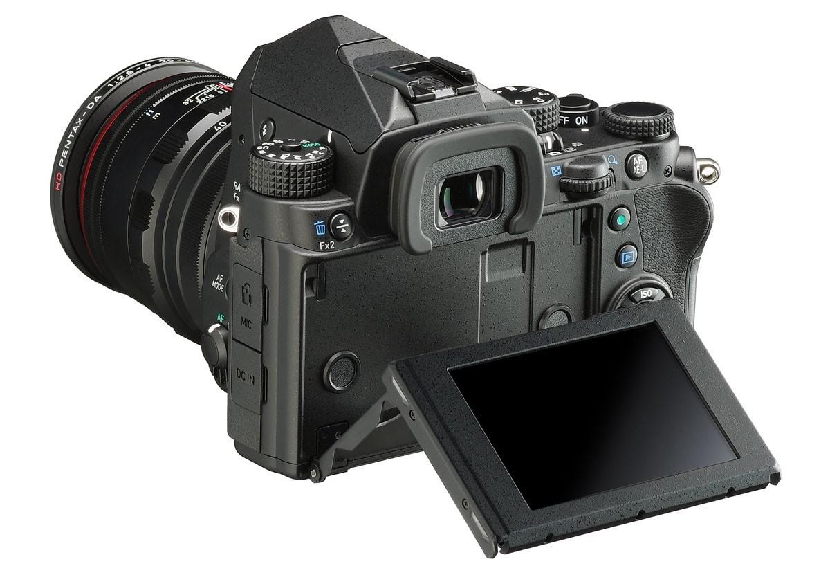Pentax KP med vinklingsbar skärm och 5-axlig bildstabilisering
